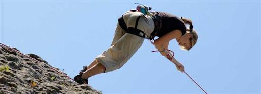 Bruselas Valonia: chica haciendo escalada en una montaña