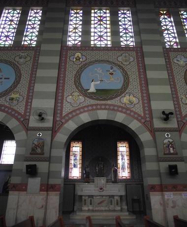 Capela dedicada a liturgia do ofertório e à Santa Luzia.