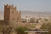 A typical adobe house near Markha, Shabwa. مدينة مرخة بمحافظة شبوة