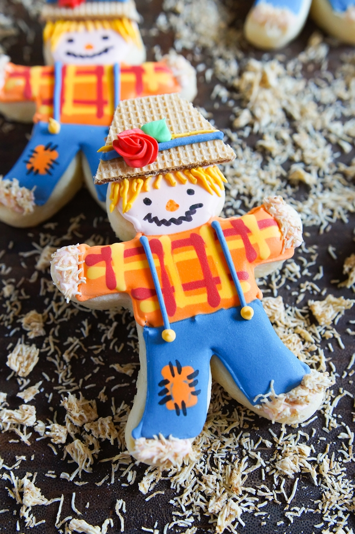 how to decorate scarecrow cut-out cookies