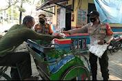 Perkuat PPKM Mikro, Polres Kep Seribu beserta Jajaran Himbau dan Bagikan 1.700 Masker Medis