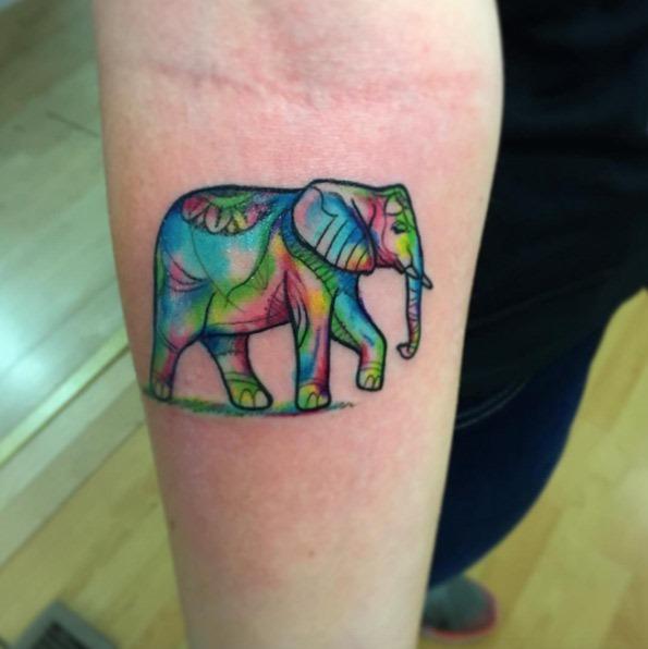 Este psicodélico elefante tatuagem