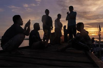 Sunrise matahari terbit di dermaga Tanjung Kunyit.