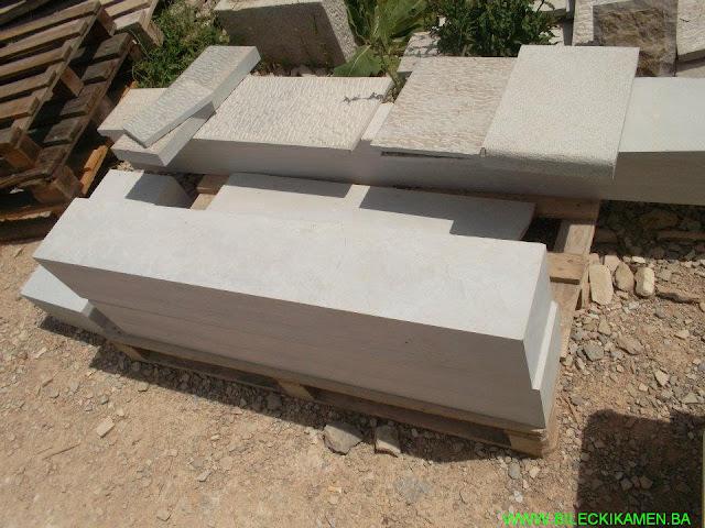 Bilećki kamen stubovi štokovani i špicani po narudžbi