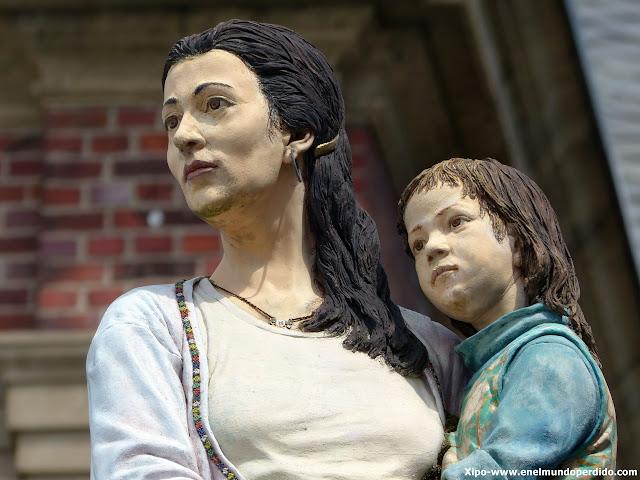 la-extranjera-düsseldorf-esculturas.JPG