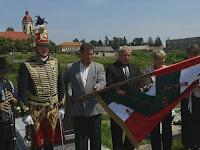 48 Emlékbeszédet Kolozsi Zoltán, a Rimaszécsi Református Egyházközség gondnoka mondott (középen), koszorúzott a Rimaszécsi PT.jpg