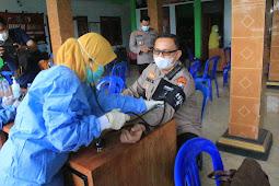 Kapolres Pasuruan bersama Dandim 0819 Pasuruan Letkol Infantri Nyarman meninjau pelaksanaan Vaksinasi