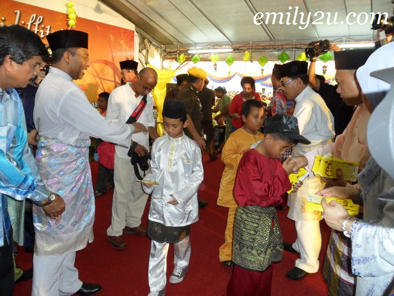 duit raya Perak Raya Merdeka Open House