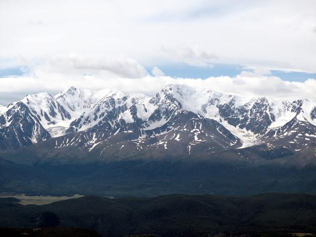 Les Monts Severo-Chuyskij dans la chaîne du Kuraï dans l'Altaï, juste au nord d'Aktash. 9 juillet 2010. Photo : J. Marquet