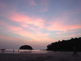 タイ・プーケットのカタビーチ、きれいな夕焼け