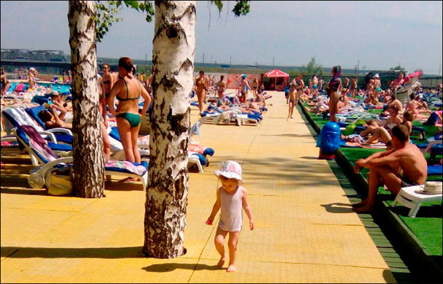 People bask in the sun during a heat wave in Siberia, 14 June 2016. Mid-July 2016 temperatures in southern Siberia were abnormally hot, some 7C higher than average. Picture: @ekaterinarabotaem / The Siberian Times
