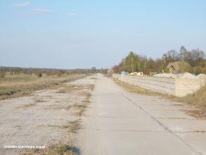 Photo: Mniejszy pas startowy służący jako droga dojazdowa