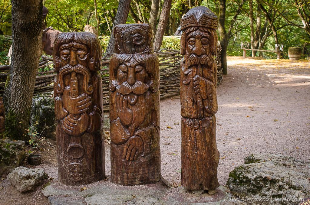 Языческие идолы
