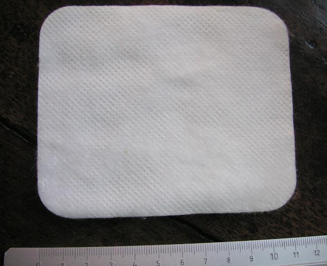 4. Compresses larges Monoprix à bords arrondis 11 cm x 9 cm ; épaisseur 0,5 cm