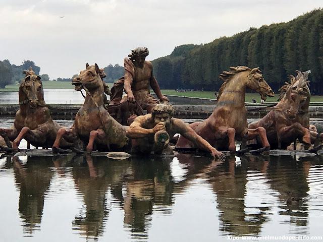 fuente-jardines-palacio-versalles-paris.JPG