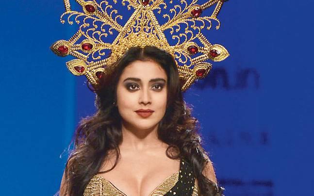 Shreya saran hot in India Fashion Week 2016