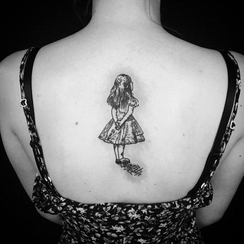 este_fascinante_alice_no_pas_das_maravilhas_tatuagem