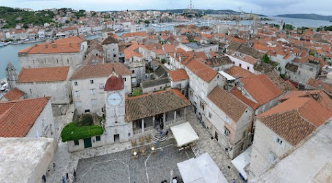 Blick auf das Häusermeer Trogirs, vom Turm der Kathedrale