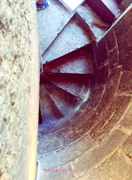 torre-juana-la-loca-iglesia-museo-san-antolin-con-niños