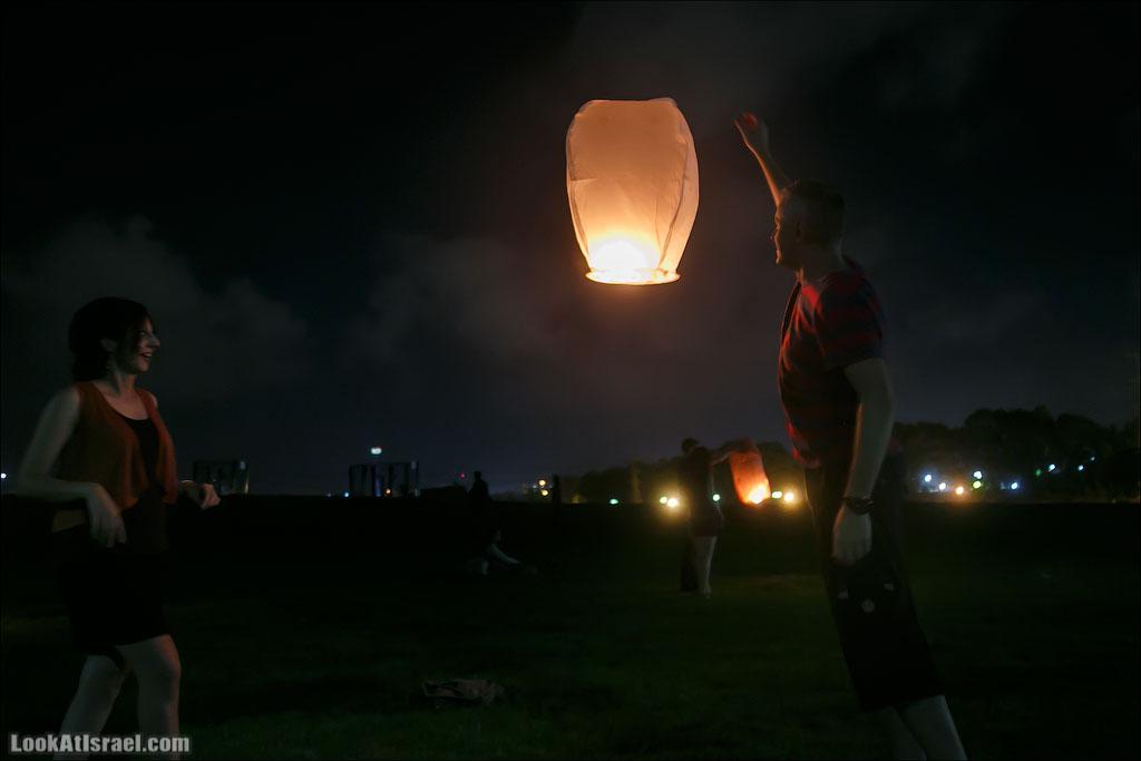 Летающие фонарики над Тель Авивом | LookAtIsrael.com - Фотографии Израиля и не только...