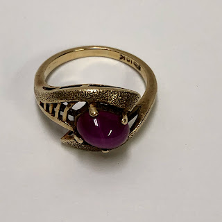 10 Kt. Gold & Star Ruby Ring