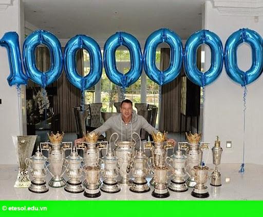Hình 1: Terry kỷ niệm cột mốc đặc biệt với 14 danh hiệu
