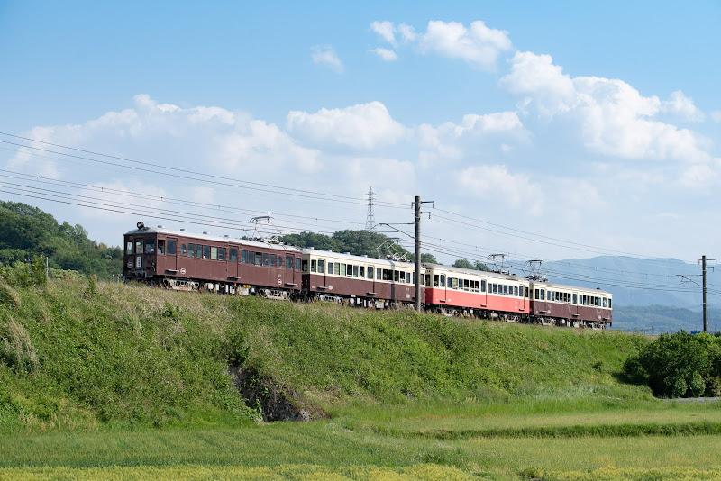 180504 羽間へ築堤を登るレトロ電車