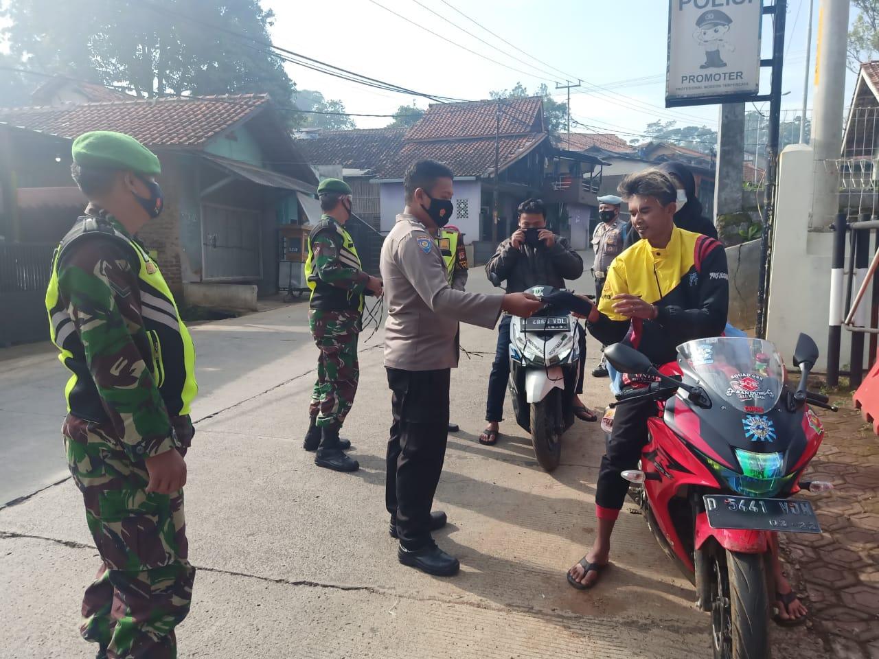 TNI dan Satpol PP, Polresta Bandung Polda Jabar Laksanakan Ops Yustisi, Cegah Covid-19