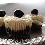 Babeczki czekoladowo-sernikowe z wiśniami