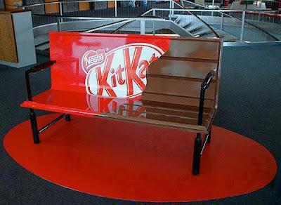 Faça uma pausa... num banco Kit-Kat!
