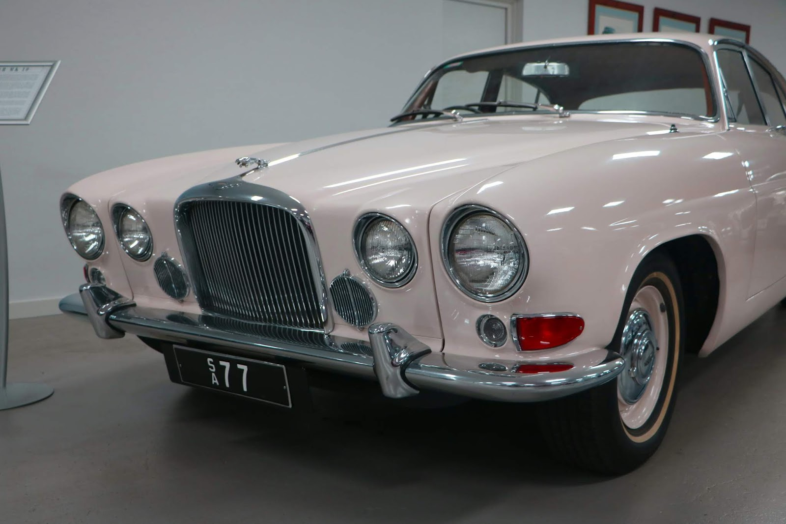 Carl_Lindner_Collection - 1963 Jaguar Mk 10 02.JPG