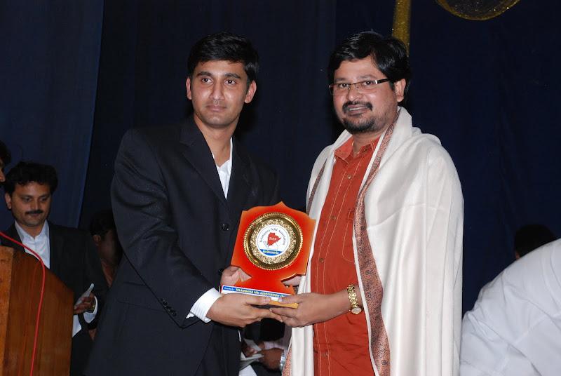 Sai presenting TeNA memento to N.Shankar