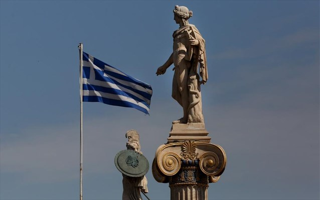 Fitch: Ανεβάζει στο 4,3% φέτος την ανάπτυξη στην Ελλάδα