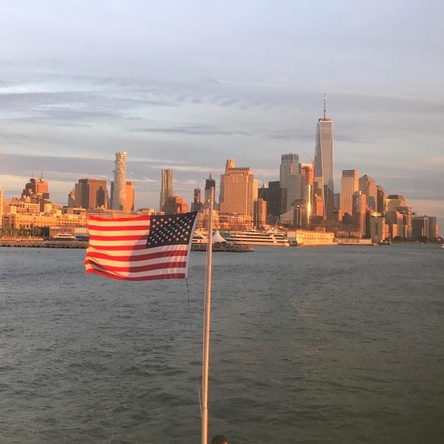 [skyline-nyc-us-flag-freedom-tower%5B4%5D]