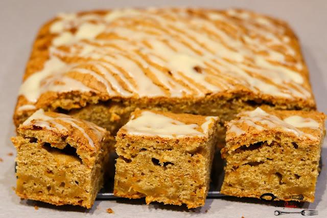 ciasta i desery,ciasto dyniowe, ciasto z dynią, ciasto z polewą, polewa z białej czekolady, ciasto dyniowe z polewą, łatwe ciasto z dynią, szybkie ciasto z dynią