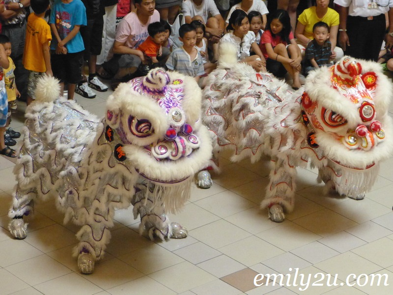 Lion Dancing On Poles