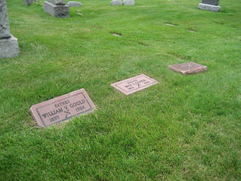 [GOULD_headstones_William_Mae_Helen_MtOlivetCem_DetroitWayneMichigan%5B4%5D]