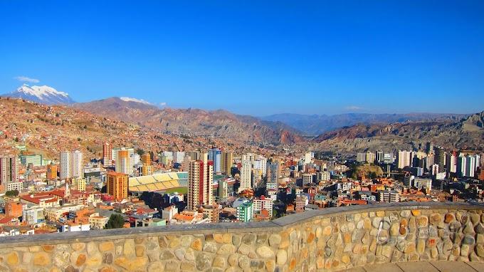 El Illimani visto desde la zona de Miraflores, La Paz