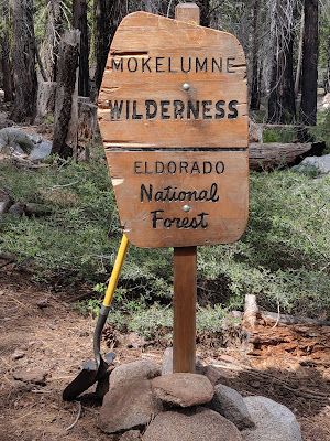 Yep.  We straightened this sign right up!    ©http://backpackthesierra.com