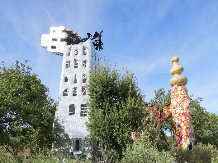 Niki de Saint Phalle, La Torre di Babele e L'imperatore, Giardino dei Tarocchi, Capalbio