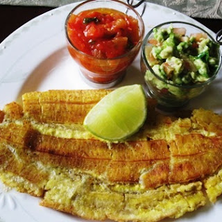 Tostadas de plátano Verde o Patacón Grande (Whole fried Green Plantain)