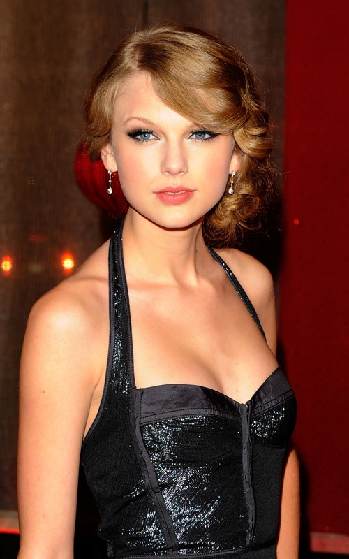 Taylor Swift Honored at BMI Awards (dress for girls-2photos)2