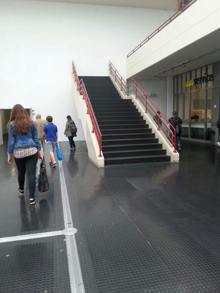 Escaleras contra la pared