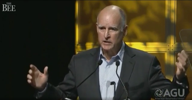 Gov. Jerry Brown promised California would continue to vigorously pursue climate science at the annual American Geophysical Union fall meeting in San Francisco, 14 December 2016.  Photo: American Geophysical Union