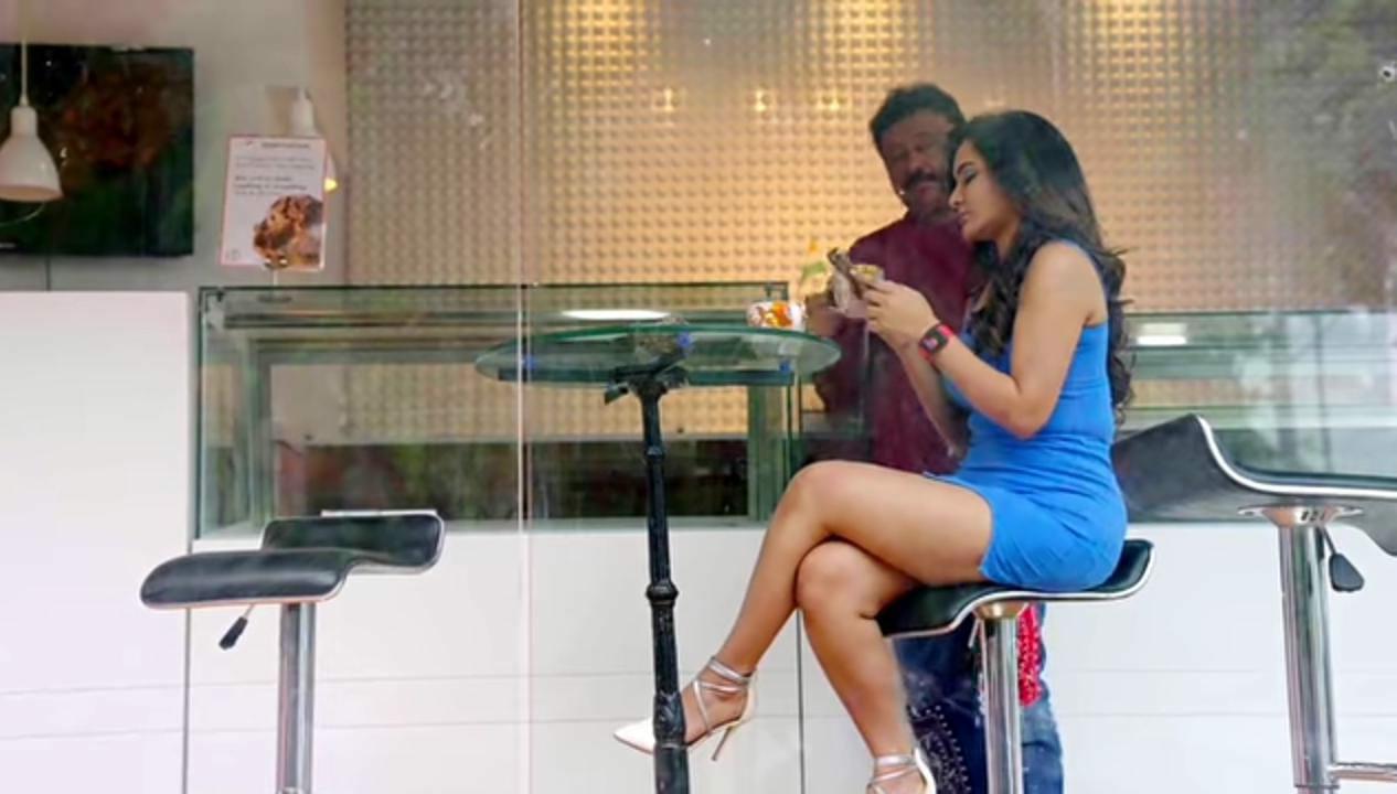 VIDEO: ಇಂಟರ್ವ್ಯೂನಲ್ಲಿ ಪ್ರೈವೇಟ್ ಪಾರ್ಟ್ ಬಗ್ಗೆ ಮಾತನಾಡಿದ ಆರ್ಜಿವಿ ಕಪಾಳಕ್ಕೆ ಬಿತ್ತು ಏಟು...!! ವಿಡಿಯೋ ವೈರಲ್