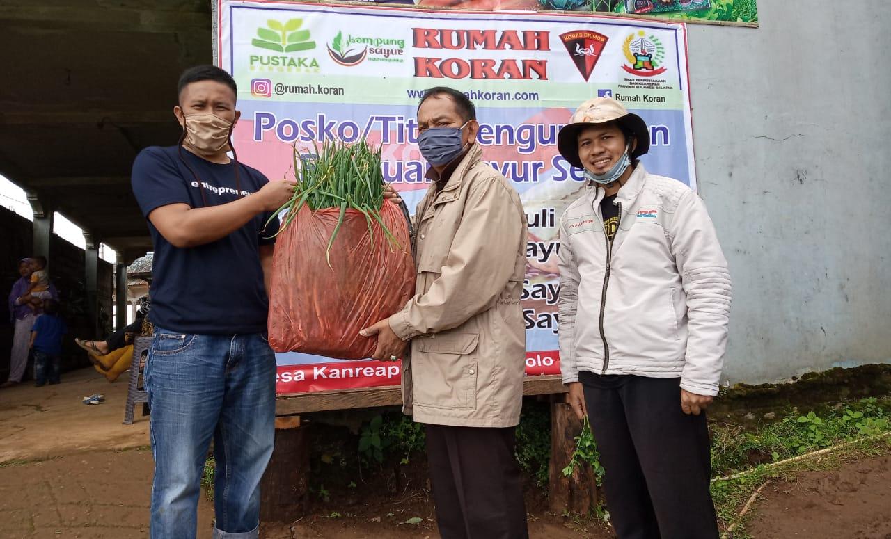 Tim Polres Takalar Bersama Ketua GoWa-Mo Jemput Donasi Sayur Di Kanreapia Gowa