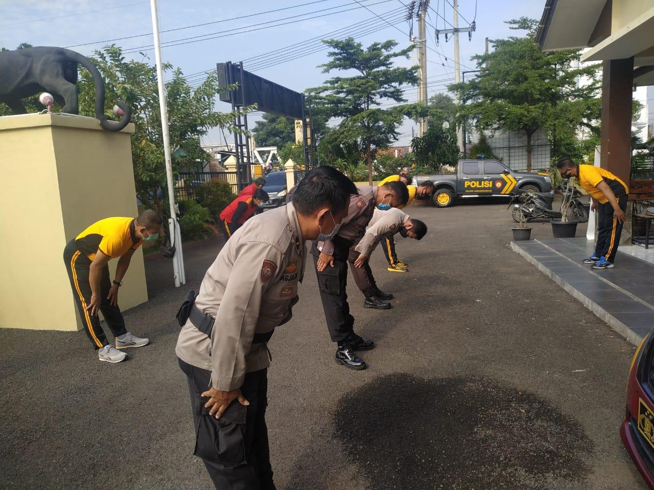Kapolsek Lemahwungkuk Polres Ciko Gelar Olah Raga Bersama Personil