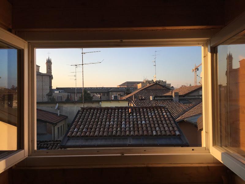 Sopra i tetti della città  di andrei_curpan