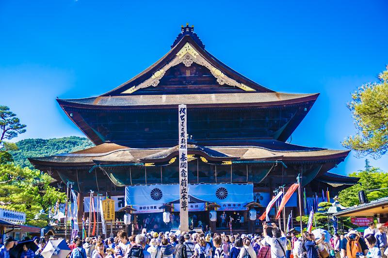Zenkoji temple main hall Eko-bashira pillar photo4