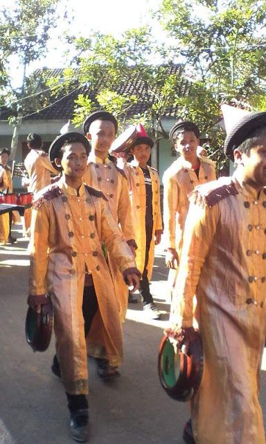 Kumpulan Foto Penampilan Drumblek dari Alta Percusion pada Haflah Akhirusanah Madin Mubtadiin Pabelan